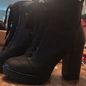 Express boot with heel